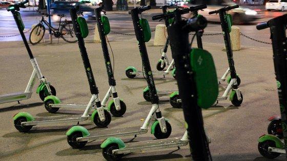 As trotinetes elétricas têm sido cada vez mais usadas como uma forma de transporte nas grandes cidades