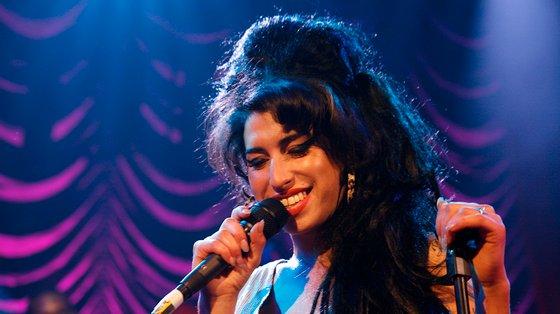 """Amy Winehouse, que apenas atuou uma vez em Portugal, em 2008 no Rock in Rio Lisboa, entrou para o chamado """"clube dos 27"""", uma galeria de artistas que morreram aos 27 anos"""