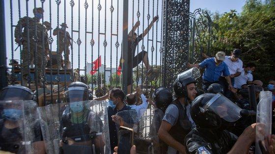 A manifestação contra o governo transformou-se numa manifestação de apoio à ação do Presidente
