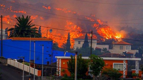 Várias casas na zona tiveram o mesmo destino que a igreja e acabaram por ser engolidas pela lava