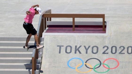 """Gustavo Ribeiro ficou em 8.º na competição de """"street"""" na estreia do skate nos Jogos Olímpicos. Traz para Portugal um diploma olímpico"""