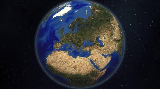 A Terra absorve cerca de 240 watts por metro quadrado de energia solar. Os oceanos absorvem cerca de 90% desse calor