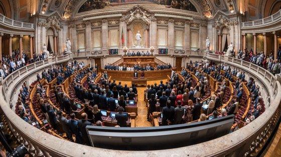O projeto de lei do PSD baixou à primeira comissão com as abstenções da maioria da bancada socialista, do PCP, Bloco de Esquerda, Verdes e deputadas não inscritas