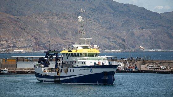 O sonar do barco do Instituto Nacional de Oceanografia (aqui no porto de Santa Cruz de Tenerife, de onde partiu na última quinta-feira) permtiu localizar o cadáver de uma das crianças