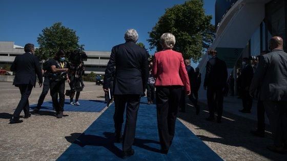 O primeiro-ministro e a presidente da Comissão Europeia na cimeira social do Porto, que o representante de Portugal junto da UE elege como o maior momento do semestre
