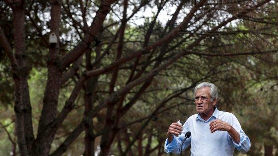 Jerónimo falou pelos altifalantes, como no ano passado, para evitar congestionamentos. A fotografia mostra a visita que fez ao recinto durante a montagem