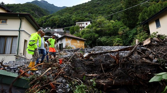 Área onde um deslizamento de terra destruiu várias casas, em Laglio, 27 de julho