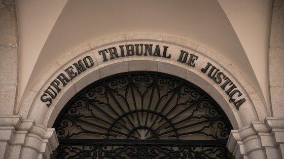 Juízes do Supremo Tribunal de Justiça suspenderam a pena da mulher que tentou matar o marido para proteger a própria vida e a dos filhos