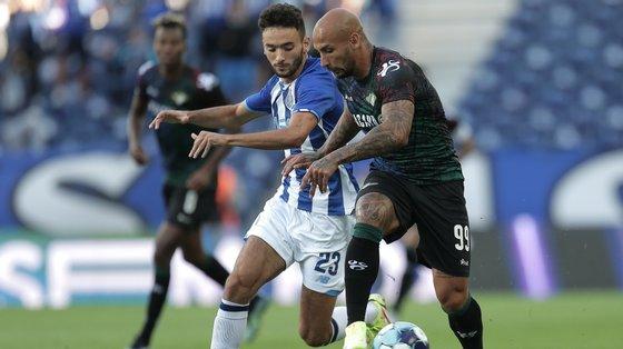 João Mário começou como lateral direito do FC Porto e acabou à esquerda