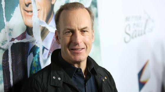 """""""Better Call Saul"""" é um spin-off da famosa série """"Breaking Bad"""". Em ambas, Bob Odenkirk dá vida à personagem Saul Goodman, advogado de defesa criminal"""