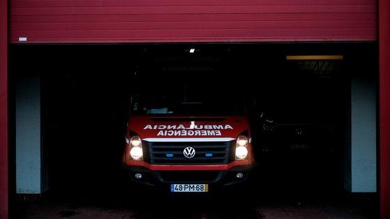 Na tentativa de pôr termo à discussão, o bombeiro foi agredido, tendo necessidade de receber cuidados médicos no Hospital de Guimarães