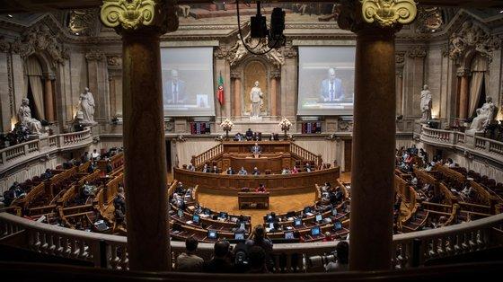 """""""Constitui contraordenação punível com coima de 50 euros a 1.000 euros, no caso de pessoas singulares, e de 500 euros a 10.000 euros, no caso de pessoas coletivas"""""""