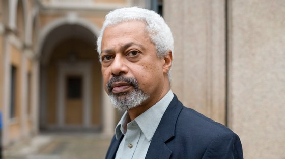 Radicado em Inglaterra desde 1968, onde chegou para estudar enquanto refugiado, Abdulrazak Gurnah começou a publicar em 1987