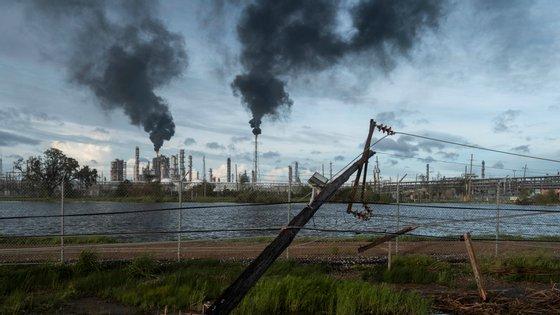 Intensidade do furacão levou a que os resíduos tóxicos estejam agora a ser incorretamente libertados para o ar