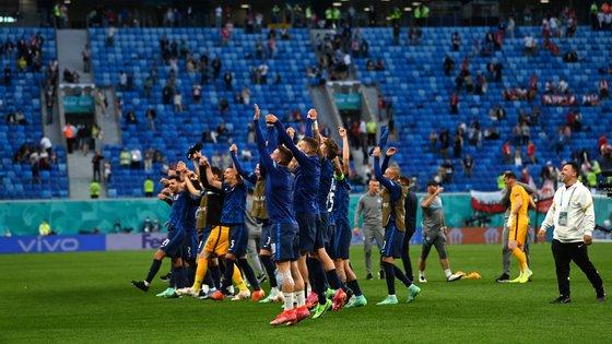 Eslováquia, que surgia como outsider no grupo E, conseguiu uma vitória que pode depois baralhar as contas no final