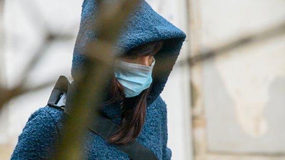 Especialistas dizem que os vacinados devem continuar a cumprir medidas não-farmacológicas, como a utilização de máscaras