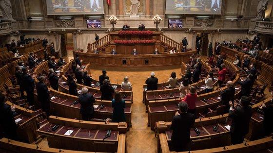 O texto foi aprovado com a abstenção do PS e o voto a favor dos restantes partidos