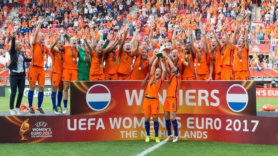 As jogadoras dos Países Baixos conquistaram em casa o troféu do Euro 2017