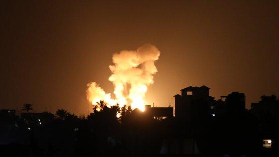 Um dos edifícios do Hamas bombardeados esta segunda-feira por Israel em Gaza