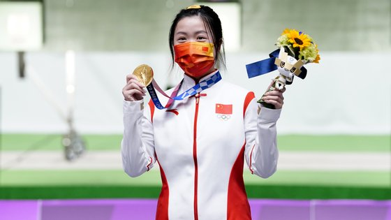 A atleta natural de Ningbo ficou com o ouro, com uma russa a alcançar a prata e uma suíça a ficar com o bronze