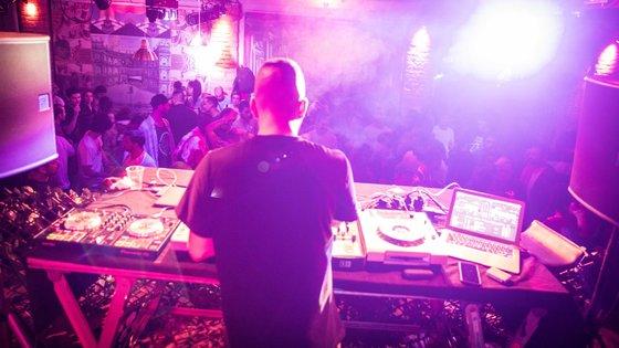 As discotecas reabriram em Portugal há 12 dias, o que fez alguns temerem um possível (novo) aumento significativo do número de contágios