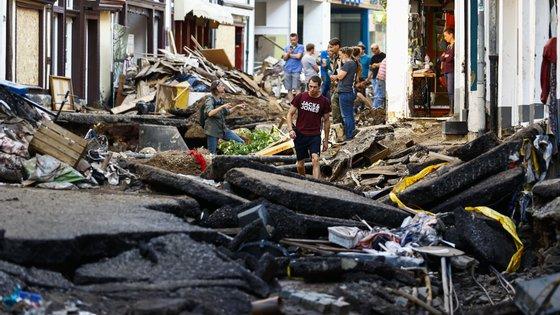 A destruição em Euskirchen, na Alemanha