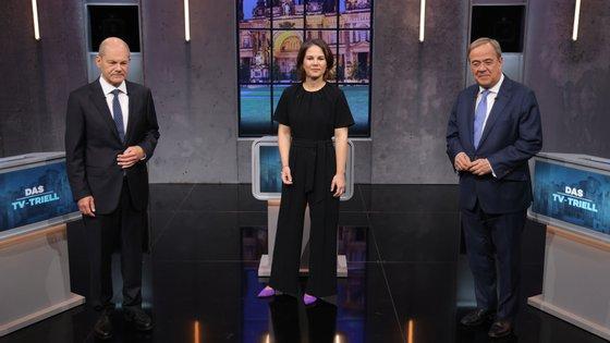 Candidatos a chanceler debateram pela terceira e última vez no passado domingo. Para 42% dos telespectadores, Scholz (esq.) foi o vencedor