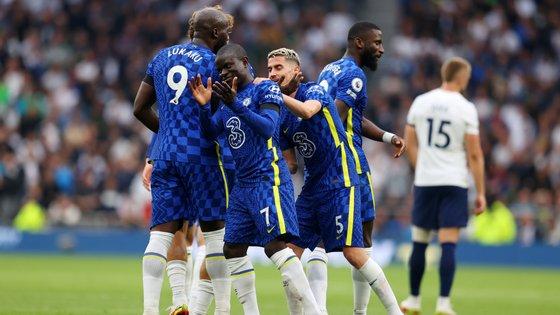 Kanté entrou ao intervalo e rematou para o segundo golo do Chelsea