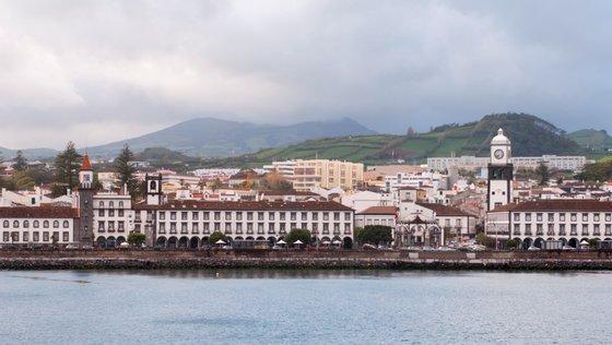"""O relatório do grupo de trabalho do furacão Lorenzo criado pela Assembleia Legislativa Regional dos Açores e consultado pela Lusa, refere prejuízos de 313,3 milhões de euros """"nas infraestruturas portuárias"""""""