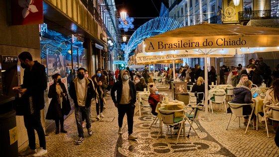 """Segundo o presidente da Junta de Freguesia da Estrela, tem havido na zona ajuntamentos de """"três ou quatro"""" mil pessoas"""