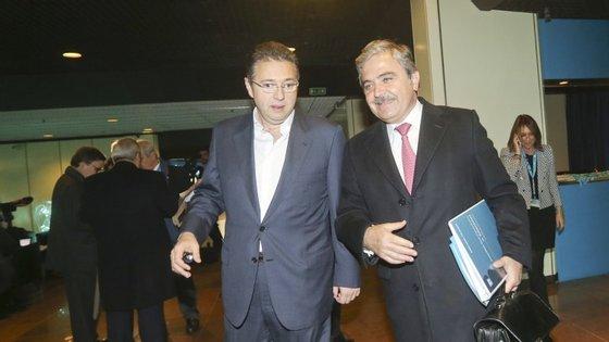 Rafael Mora, aqui com Amílicar Morais Pires, ex-administrador do BES, é administrador da Ongoing, da PT e da Oi