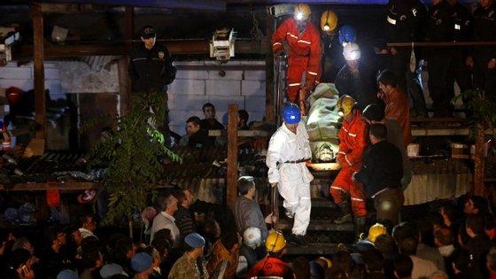 O acidente na mina de carvão terá sido provocado pela explosão de um transformador eléctrico