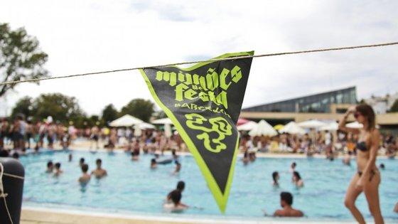 Quem não gostava de ver concertos dentro de uma piscina? Por enquanto, só mesmo no Milhões de Festa