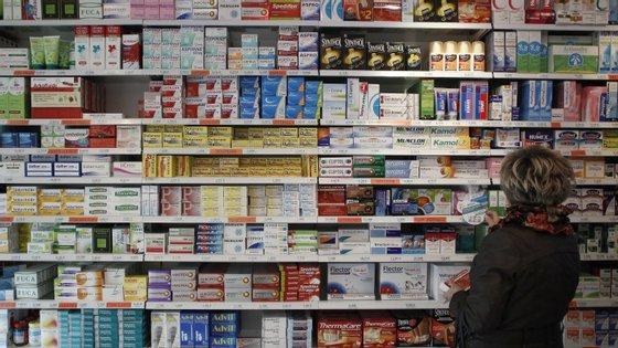 A despesa com medicamentos vendidos em farmácia caiu 9% ao ano entre 2009 e 2013, em Portugal