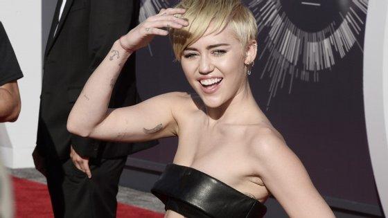 Em maio, a artista anunciava à Associated Press (AP) que ia criar uma associação para jovens LGBT sem abrigo.