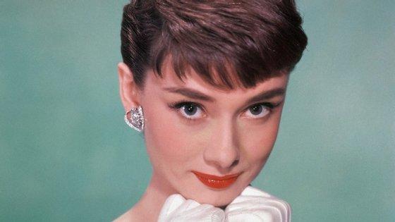 """O livro chama-se Audrey at Home (""""Audrey em casa"""", em português) e foi compilado pelo filho mais novo da atriz"""