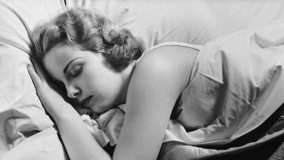 O sono obedece a vários estágios e o cérebro apresenta dinâmicas diferentes em cada um deles