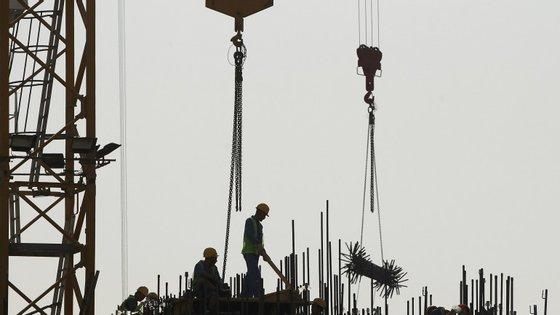 Poderão morrer quatro mil trabalhadores até ao fim dos trabalhos