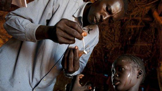 A malária é uma doenças tropicais para a qual se recomenda medicação