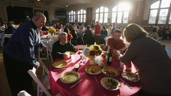 Dia de Ação de Graças reúne a família à volta de uma mesa recheada