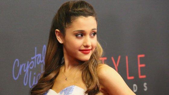 Ariana Grande pediu duplamente desculpa pelo sucedido
