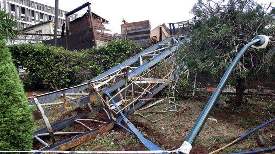 Bombeiros de Câmara de Lobos tiveram três saídas para corte de árvores nas Fontainhas
