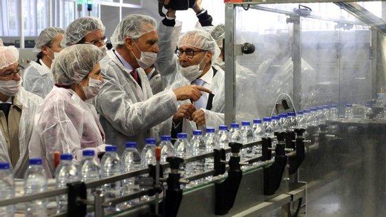 Cavaco Silva visitou uma fábrica de captação e engarrafamento de água