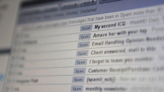 Conheça 10 comandos que vão ajudar-te a economizar tempo e aumentar a sua produtividade no Gmail.