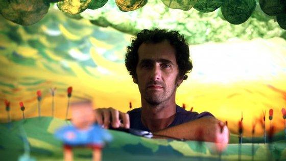O filme de José Miguel Ribeiro combina imagem real com animação
