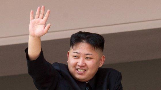 Os norte-coreanos têm de olhar bem para este penteado. É que vão ter de andar com um igual.