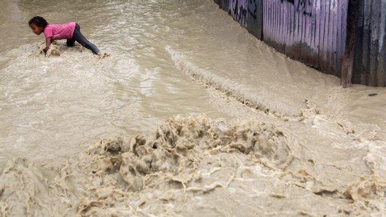 Cidades mais castigadas pelo mau tempo registaram em apenas 24 horas 250 mililitros de chuva