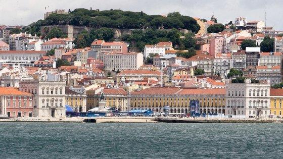 Presidentes das câmaras de Lisboa e Porto vão debater, no Mercado da Ribeira, o futuro das cidades