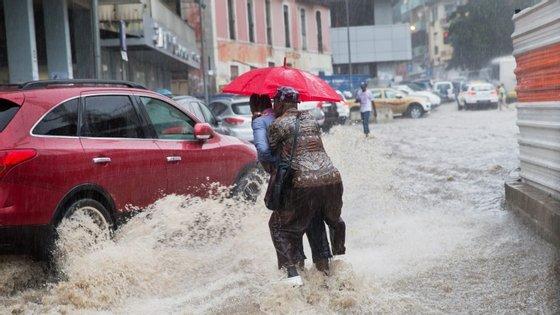 Chuvas em Luanda provocam inundações