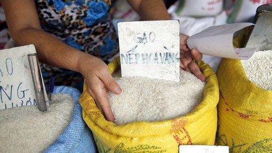 O arroz será comercializado e os dois governos definirão então os mecanismos para o uso dos lucros obtidos